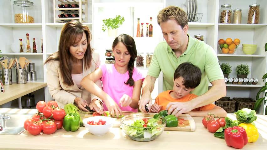 Caucasian Family Healthy Lifestyle Eating : stockbeeldmateriaal en -video's (rechtenvrij) 6342947   Shutterstock