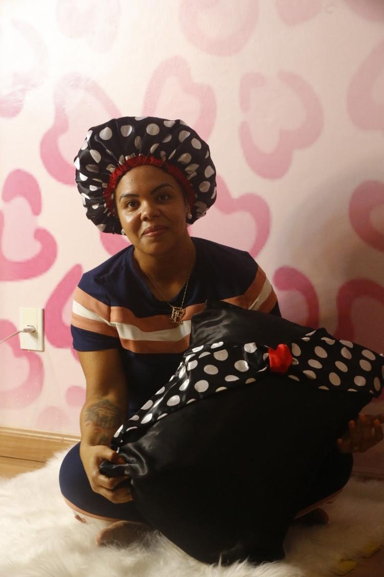 Maiara criou negócio para mulheres cacheadas | Foto: Rafael Martins | Ag. A TARDE - Foto: Rafael Martins | Ag. A TARDE