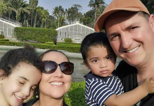 Bárbara e Gael estão com o casal há quase 5 e 2 anos. Foto: Rodrigo Dorini