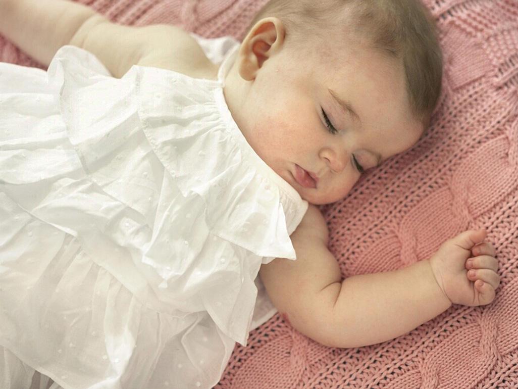 Para seu bebê dormir a noite toda, você precisa evitar esses 5 erros comuns