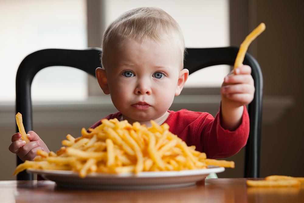 Os 8 erros mais comuns dos pais na alimentação das crianças
