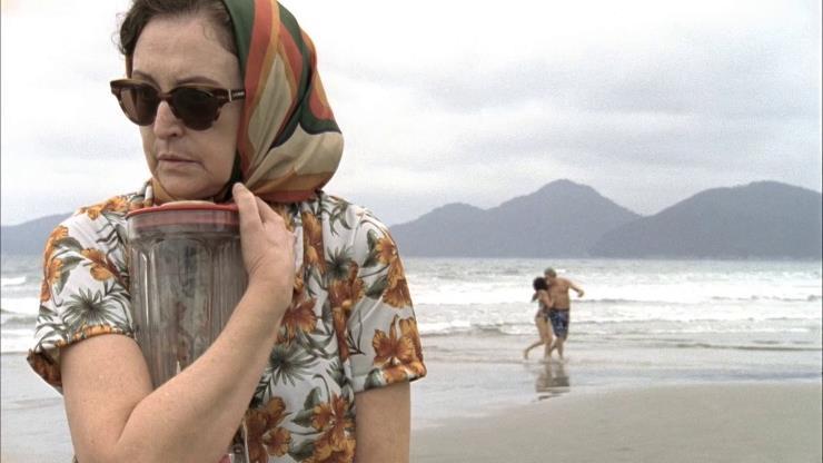 Slide 16 de 20: A saga de uma senhora cujo marido desaparece é contada por um liquidificador falante que vira seu amigo e confidente. Dirigido por André Klotzel e protagonizado por Ana Lúcia Torre e Selton Mello.