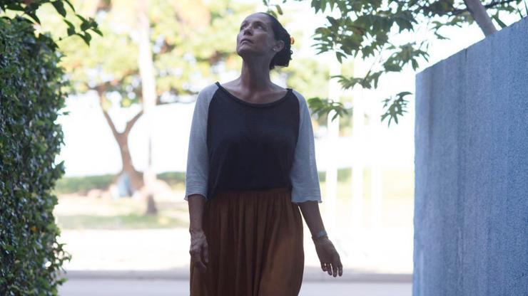 Slide 6 de 20: O cineasta Kleber Mendonça Filho é o responsável de criar esta história sobre como Clara (Sônia Braga) encara a pressão imobiliária para vender seu apartamento, o último habitado de um emblemático edifício do Recife.