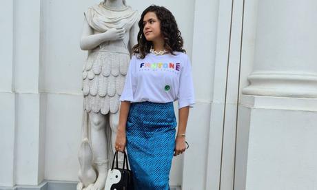 Maisa ensina a vestir saia mídi com 'tênis feio'