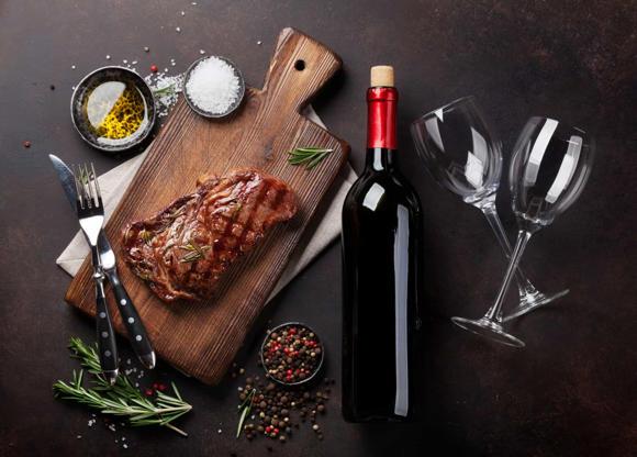 Slide 6 de 30: Esse tipo de vinho pode ser o par ideal para refeições com carne vermelha.