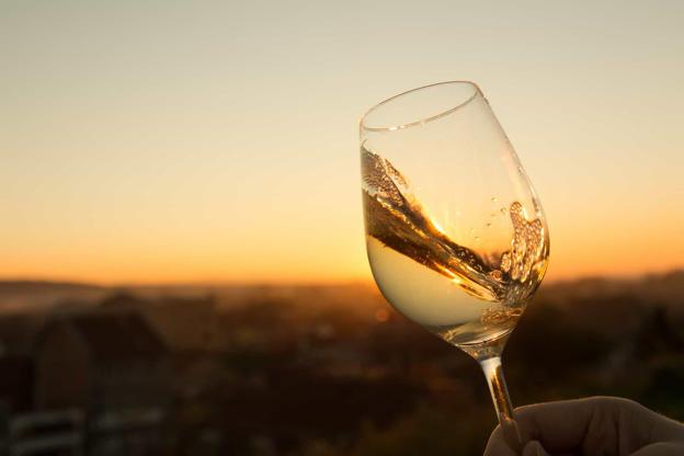 Slide 2 de 30: Descrição: vinho branco seco encorpado.